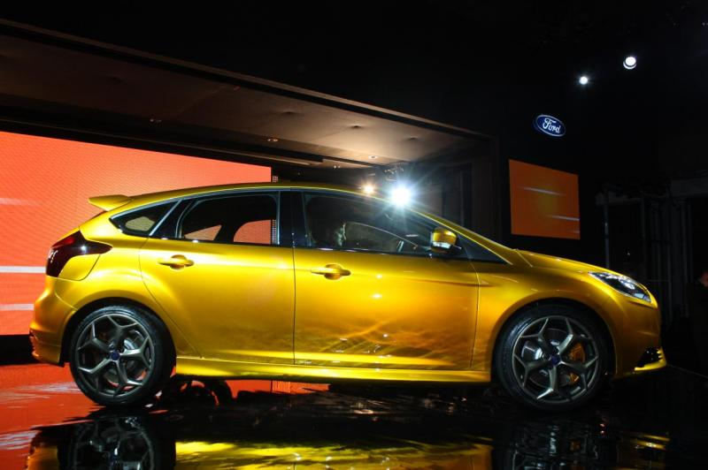001-2012-ford-focus-st-debut