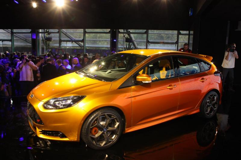 022-2012-ford-focus-st-debut
