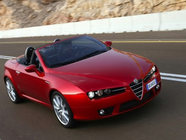 2009-Alfa-Romeo-Spider-Front-Angle-Top-View-588x441