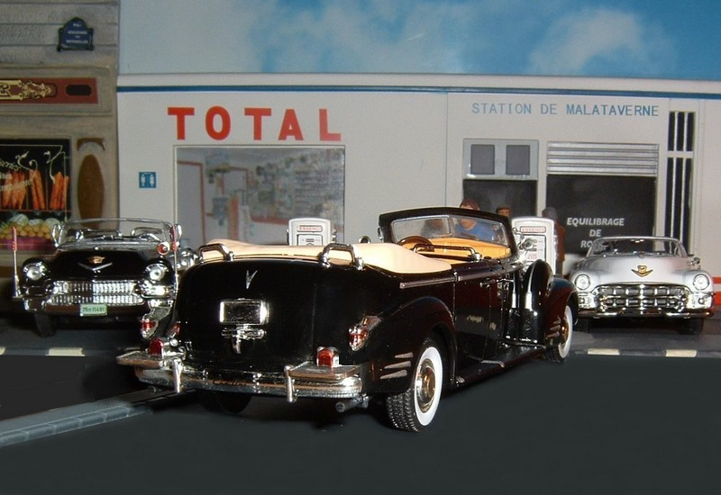 N12CadillacLimousineV16serie90QueenMary1948b