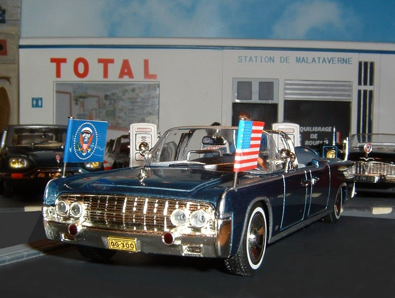 N1LincolnContinentallimousineSS100XJFK1963a
