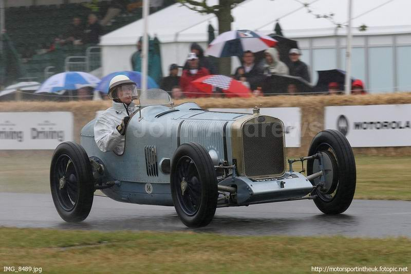 2LCV1924_G​oodwood200​6_L_HuniR