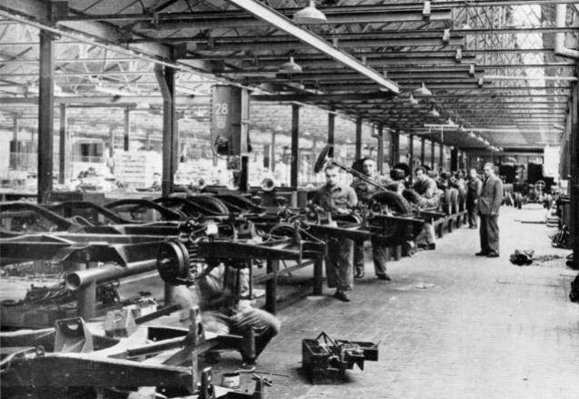 25 janvier 1919 l 39 usine citro n devient une usine automobile aujourd 39 hui l 39 ph m ride d. Black Bedroom Furniture Sets. Home Design Ideas