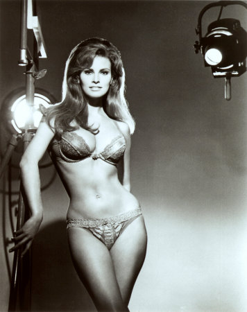 039_64320~Raquel-Welch-Posters