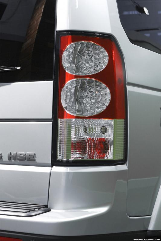 2010discovery4taillamp0120408950x650