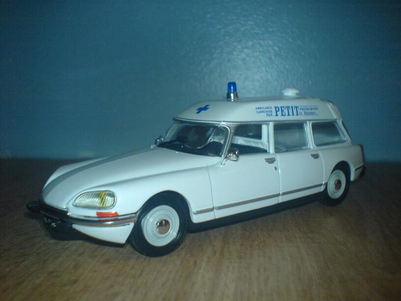 Citroen DS 20 ambulance