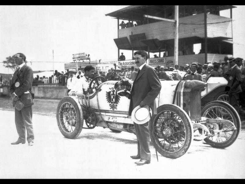 1911 indy 500 - bob burman displays 1909 blitzen-be​nz record car, apr-23-191​1, daytona, 141,7 mph 1