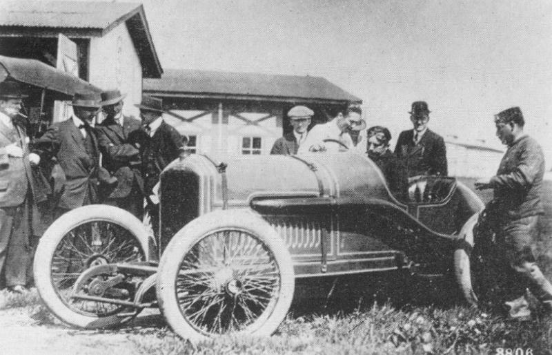 1914%20indy%20500%20-%20georges%20boillot%20(peugeot)%20with%20jules%20goux%20to%20his%20right