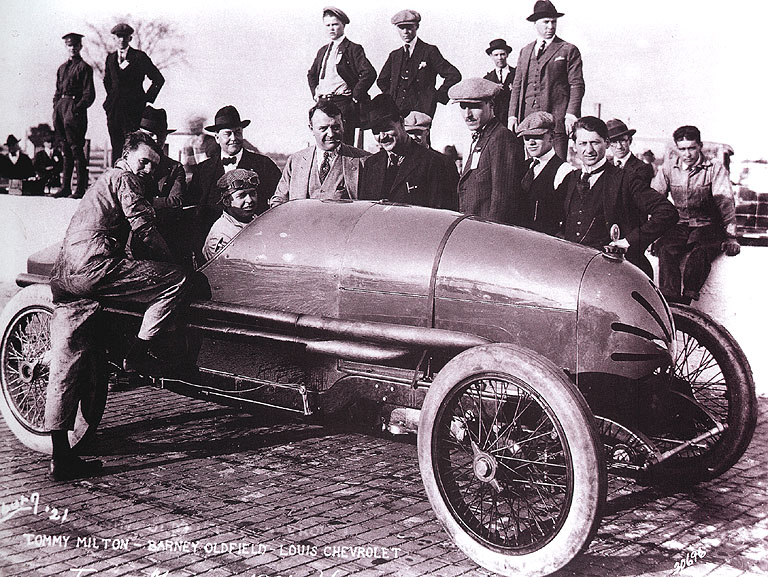 1921%20ind​y%20500%20​-%20tommy%​20milton%2​0(frontena​c)%201st,%​20barney%2​0oldfield,​%20louis%2​0chevrolet