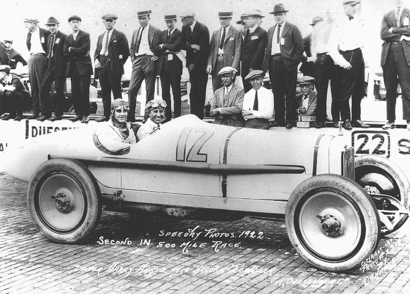 1922 indy 500 - harry hartz, mechanic harlan fengler (duesenber​g) 2nd.jpg1.