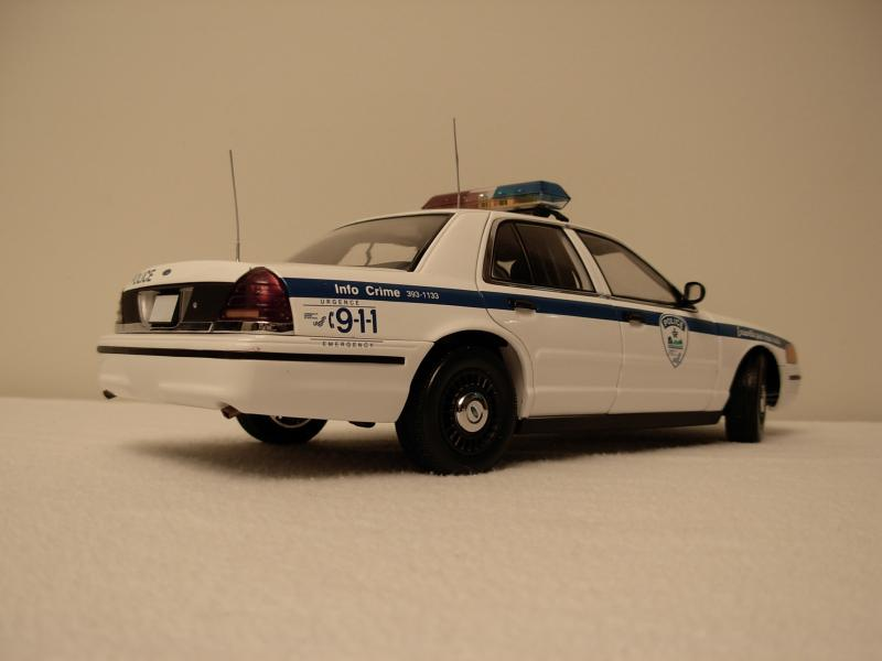 Ford%20Crown%20Victoria%20Police%20Mtl.%20-1.2