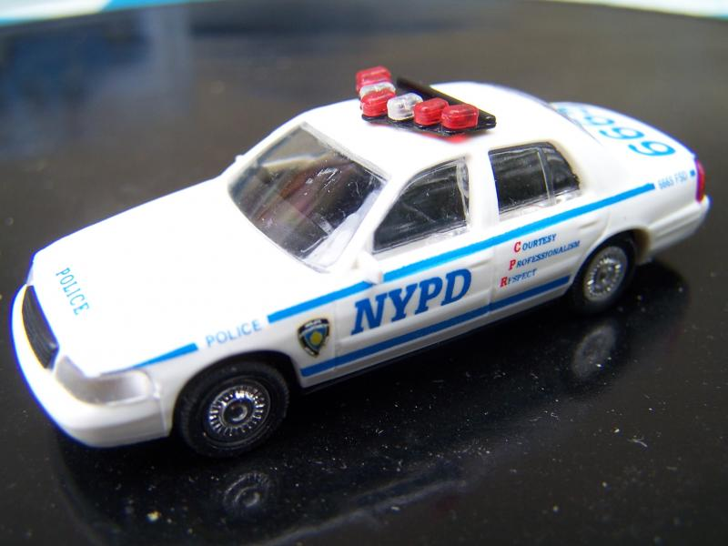 Ford%20Crown%20Victoria%202005%20-%20NYPD