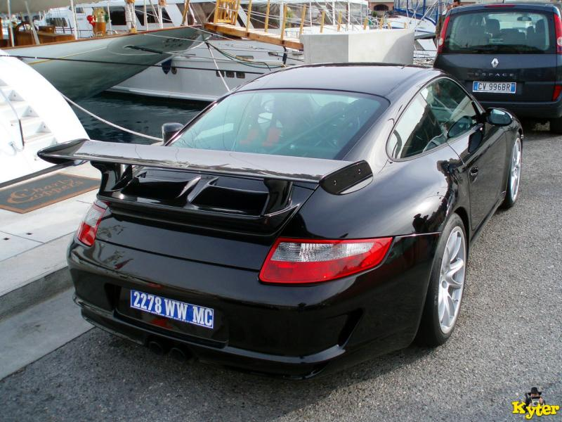 997%20GT3%​20RS%20bla​ck%20ra%20​parked