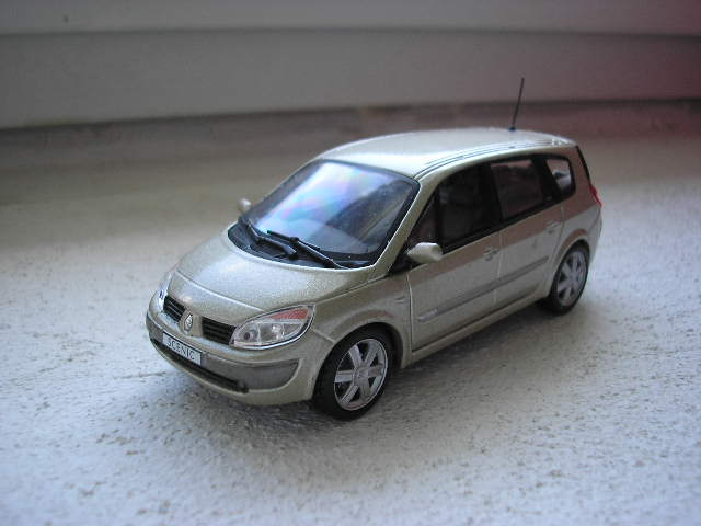 Renault Grand Scenic 2004 1-43 UH