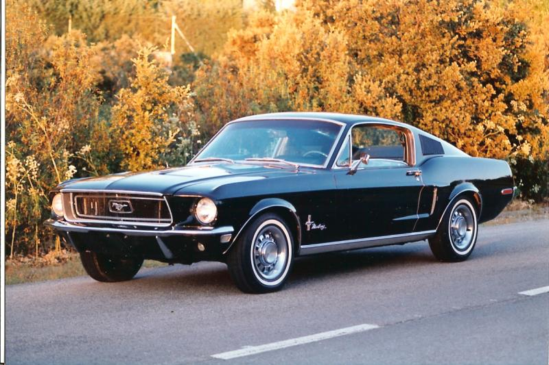 FordMustangFastback1968Lateral1