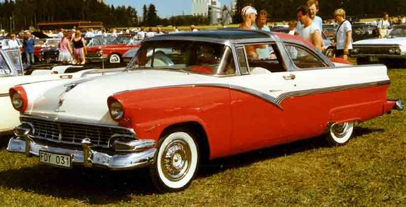 1956_Ford_Crown_Victoria_64B_Skyliner_FDY031