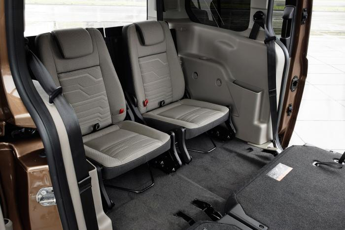 ford-grand-tourneo-connect-2013-rear-seats