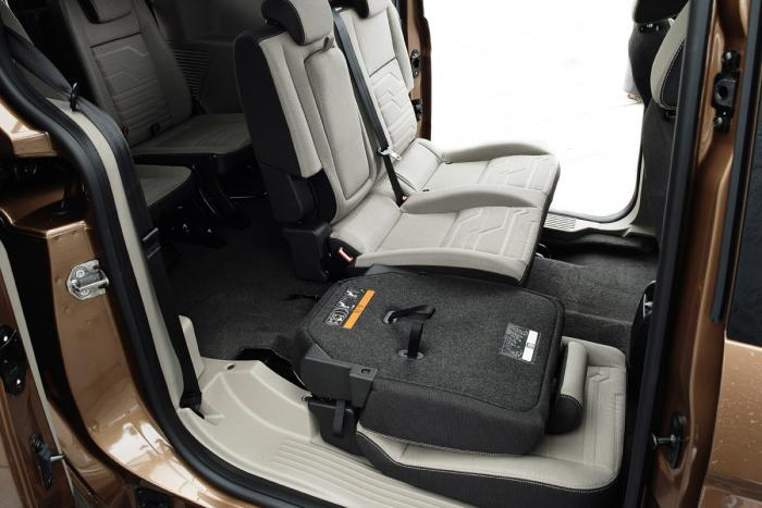 ford-grand-tourneo-connect-2013-seat-down