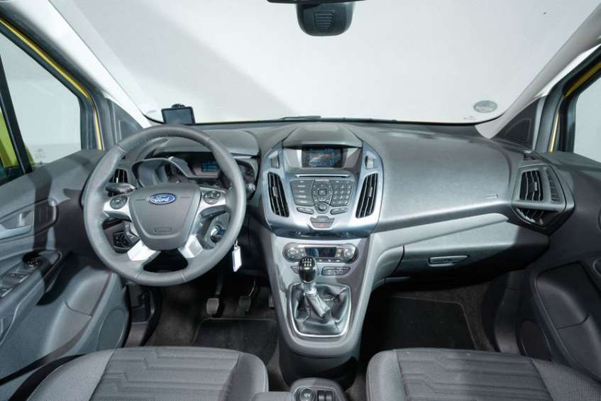 ford-tourneo-connect-cockpitamsmdb73491314d801ad6ddb8115031c659d7eddef181