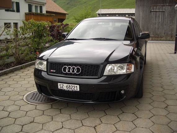 800px-Audi_RS6,_Motor