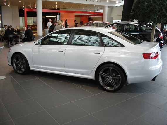 800px-Audi_RS_6_side