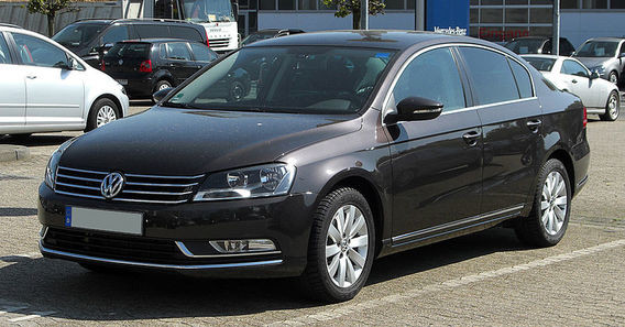 800px-VW_Passat_2.0_TDI_BlueMotion_Technology_Comfortline_(B7)_–_Frontansicht,_1._Mai_2011,_Ratingen