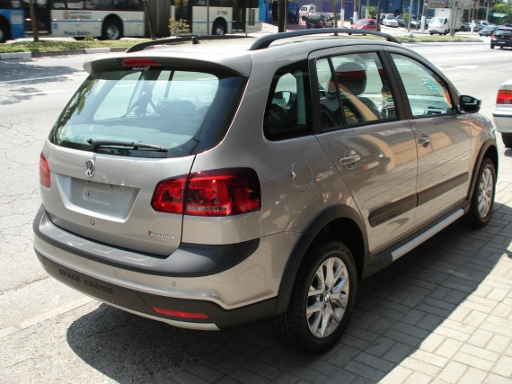 volkswagen-space-cross-16-03