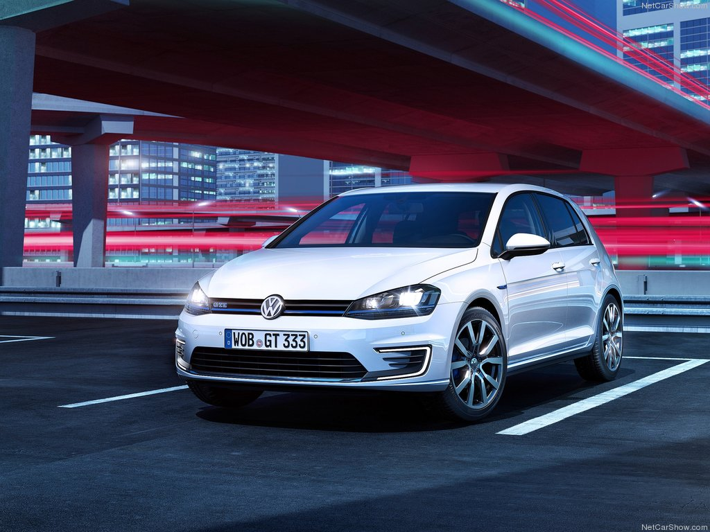 Volkswagen-Golf_GTE_2015_1024x768_wallpaper_01
