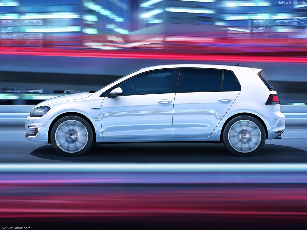 Volkswagen-Golf_GTE_2015_1024x768_wallpaper_05