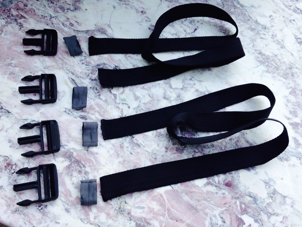 The new straps (1,20m) and the mâle part of the recuperated buckles.
