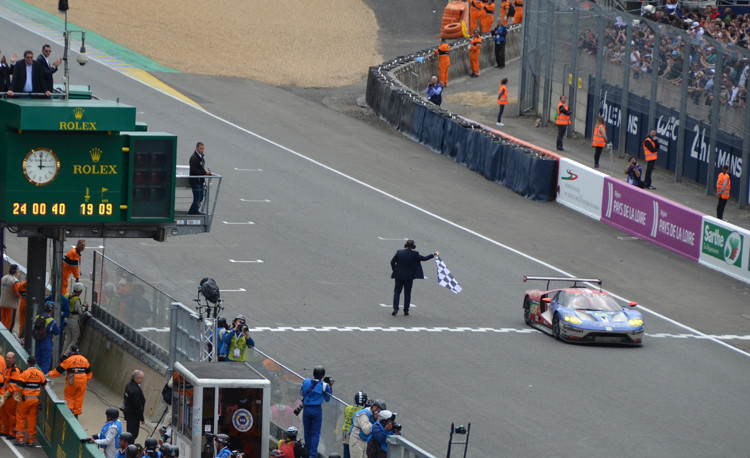 Ford-GT-Lemans-Finish