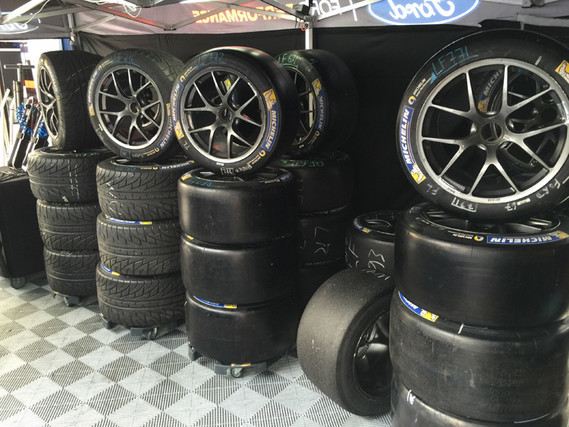 Ford-GT-Lemans-Tires