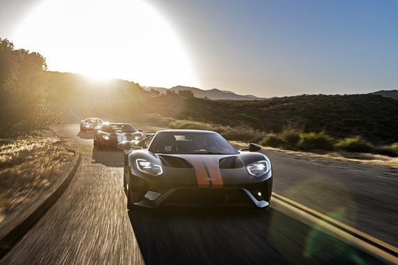 ford-gt-comparison-driving-front