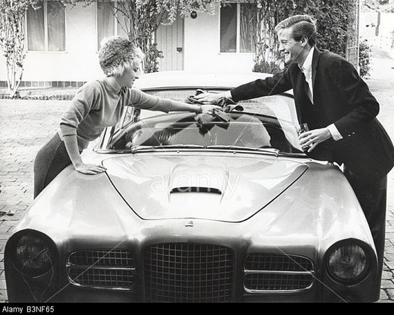 PETER-FONDA-US-actor-and-his-wife-Susan-with-their-Facel-Vega-car-B3NF65