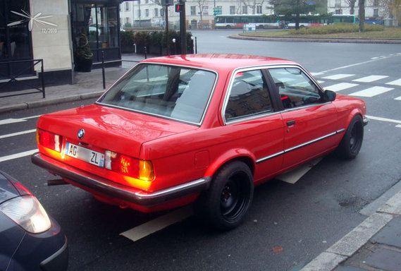 BMW_E30_3p_rouge_BB