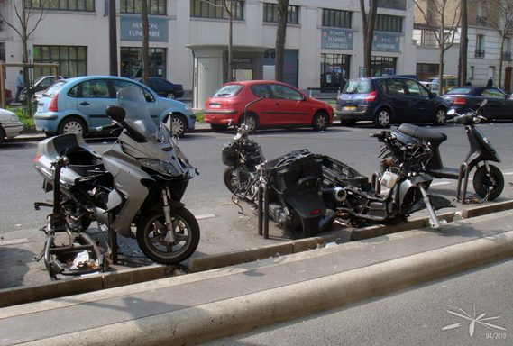 epaves_scooters_PLachaise_02