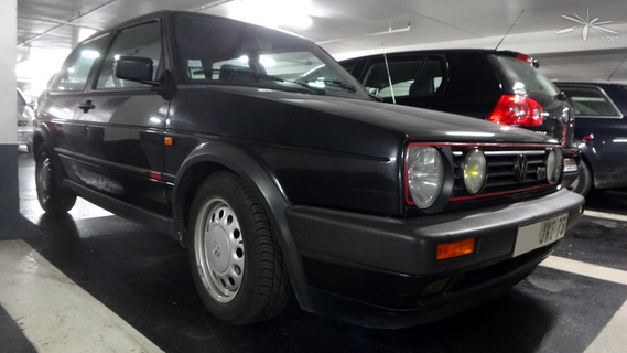 VW-Golf-MkII-GTI-3p-noire_Parking-StSulpice_01