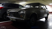 Peugeot-204-coupe_Parking-PdAuteuil_03