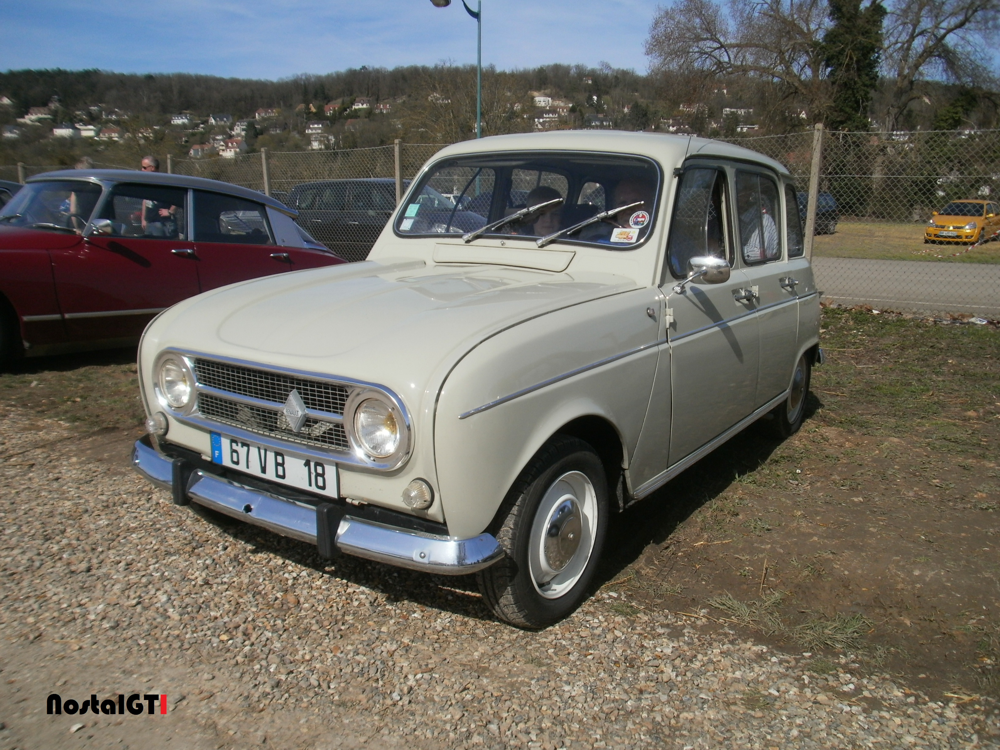 renault 4 1969 voiture anciennes nostalgti photos. Black Bedroom Furniture Sets. Home Design Ideas