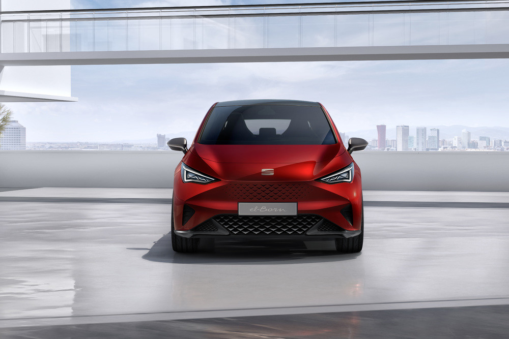 SEAT-el-Born-plugged-into-electric-mobility_03_HQ