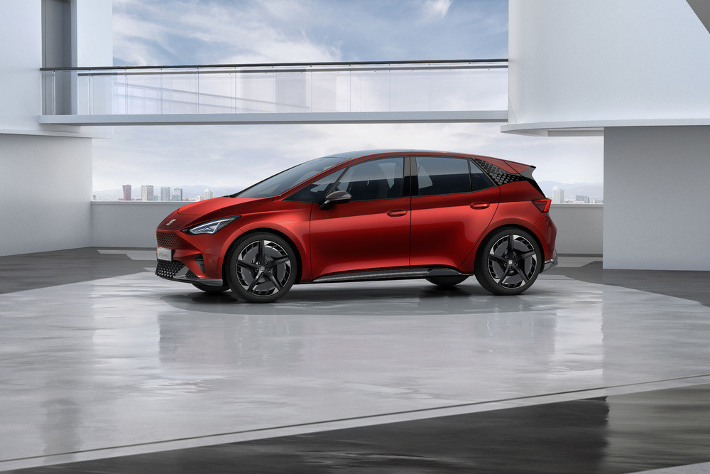 SEAT-el-Born-plugged-into-electric-mobility_04_HQ