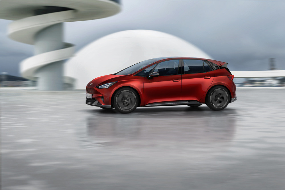 SEAT-el-Born-plugged-into-electric-mobility_07_HQ