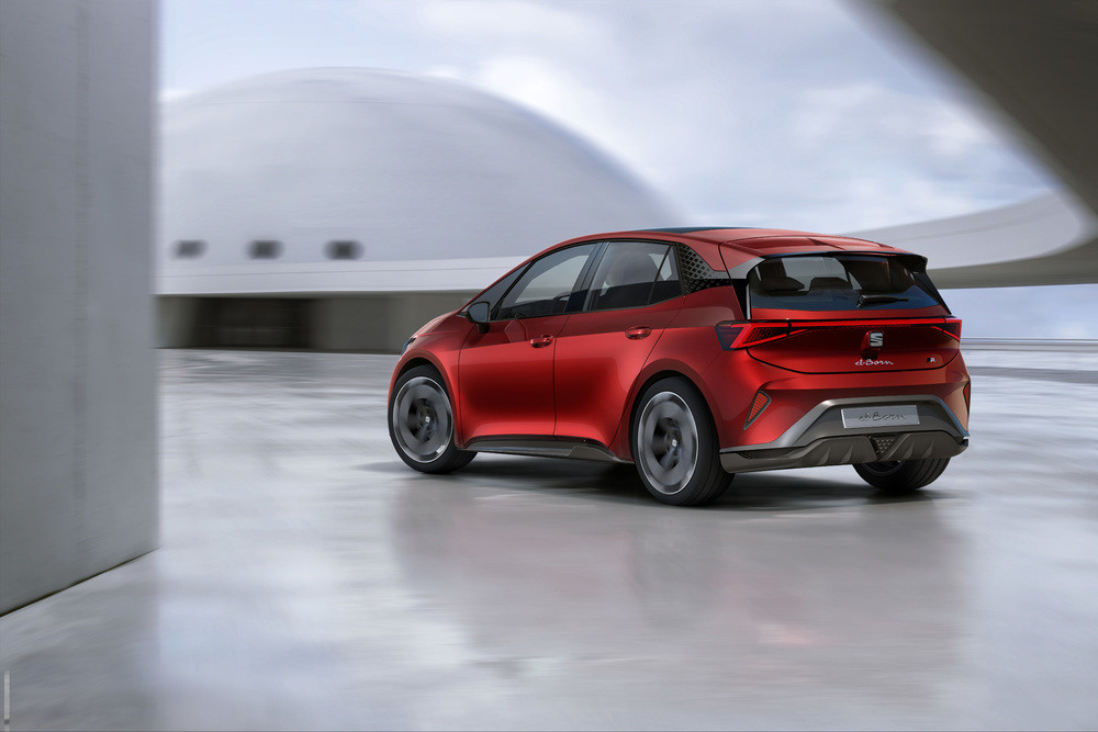 SEAT-el-Born-plugged-into-electric-mobility_08_HQ