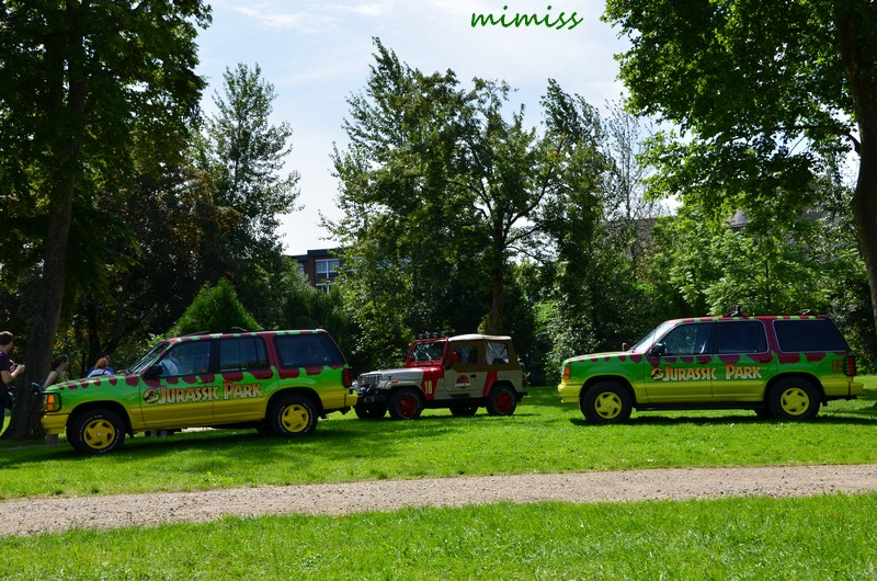 Ford Explorer + Jeep Wrangler Jurrasic Park