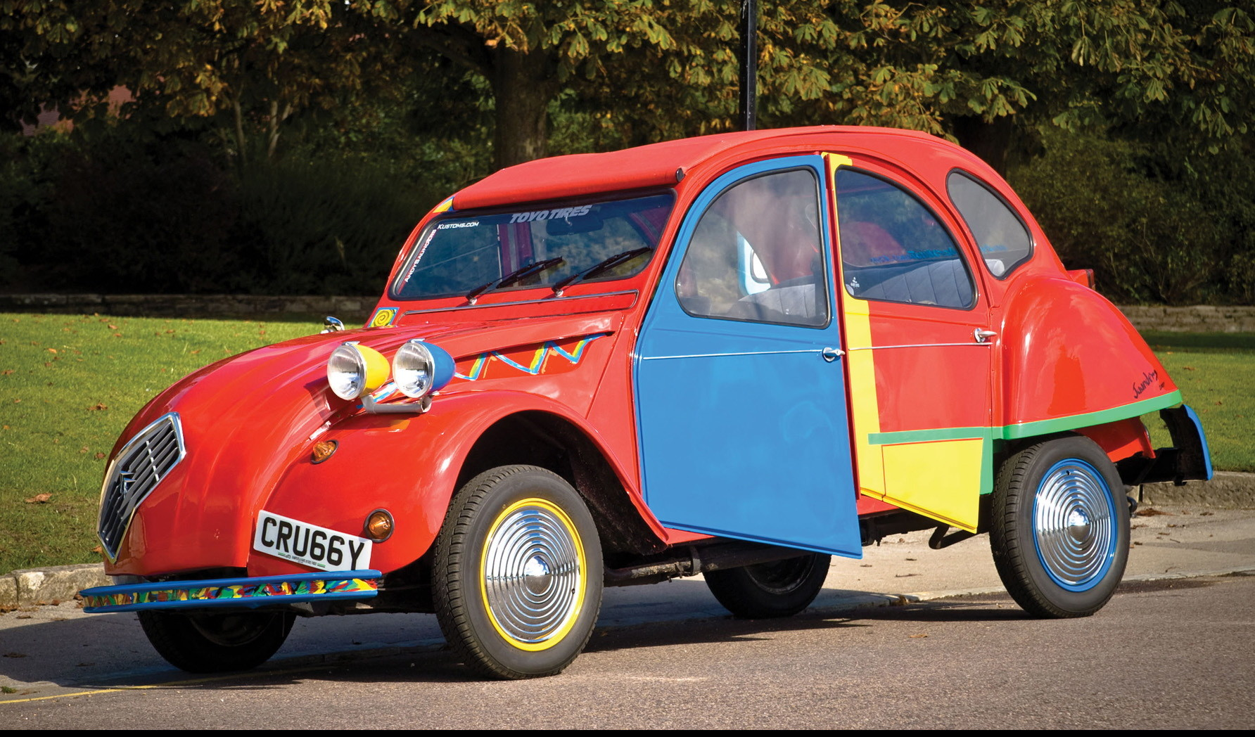 1938-Citroen-2CV6-Picasso-Citroen-by-Andy-Saunders-Front-Angle-1920x1440