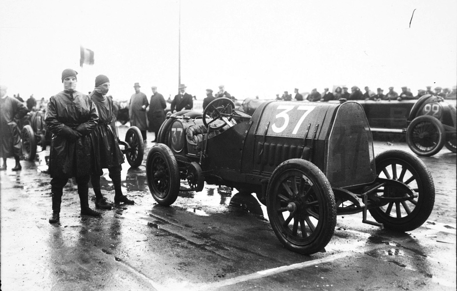 -David_Bruce-Brown_in_his_Fiat_at_the_1912_French_Grand_Prix_at_Dieppe_