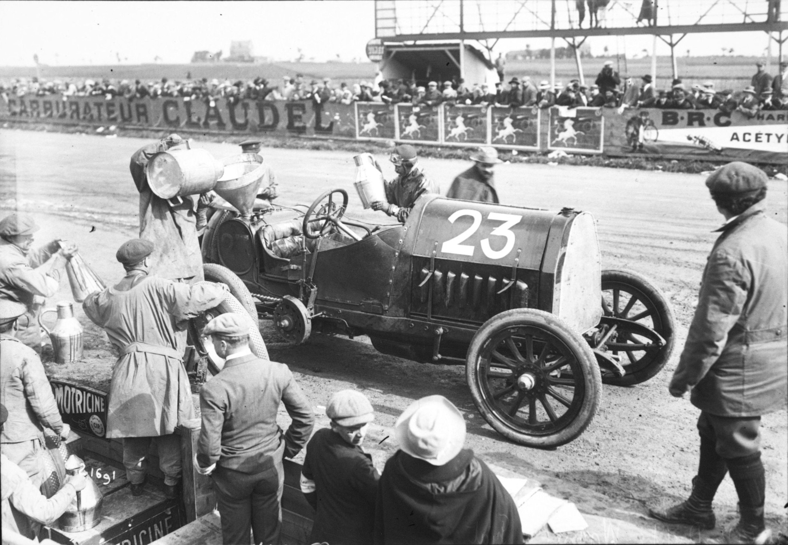 Louis_Wagner_in_his_Fiat_at_the_1912_French_Grand_Prix_at_Dieppe_(10)