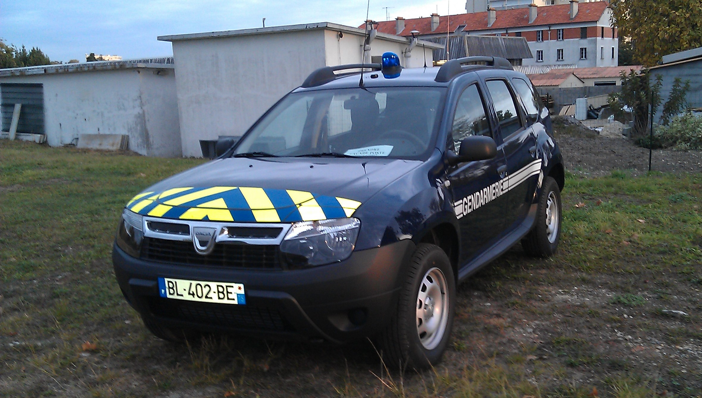 dacia duster gendarmerie 2 v hicules police gendarmerie chelle 1 enzo33 2007 photos. Black Bedroom Furniture Sets. Home Design Ideas
