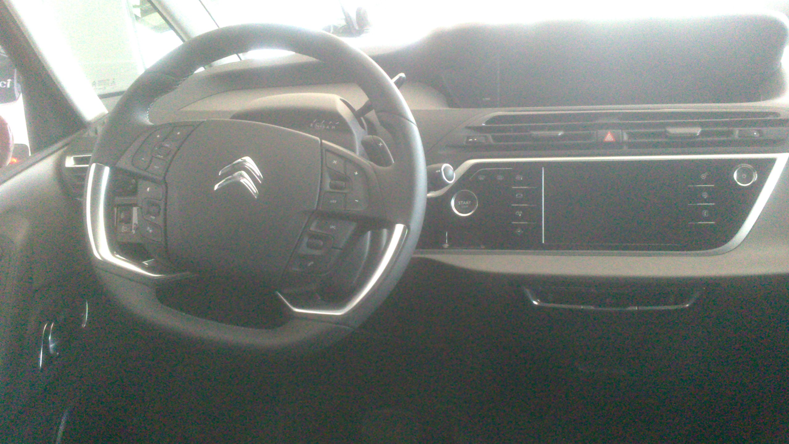 Citro n c4 picasso 2013 mes propres photos auto for C4 picasso 2013 interieur