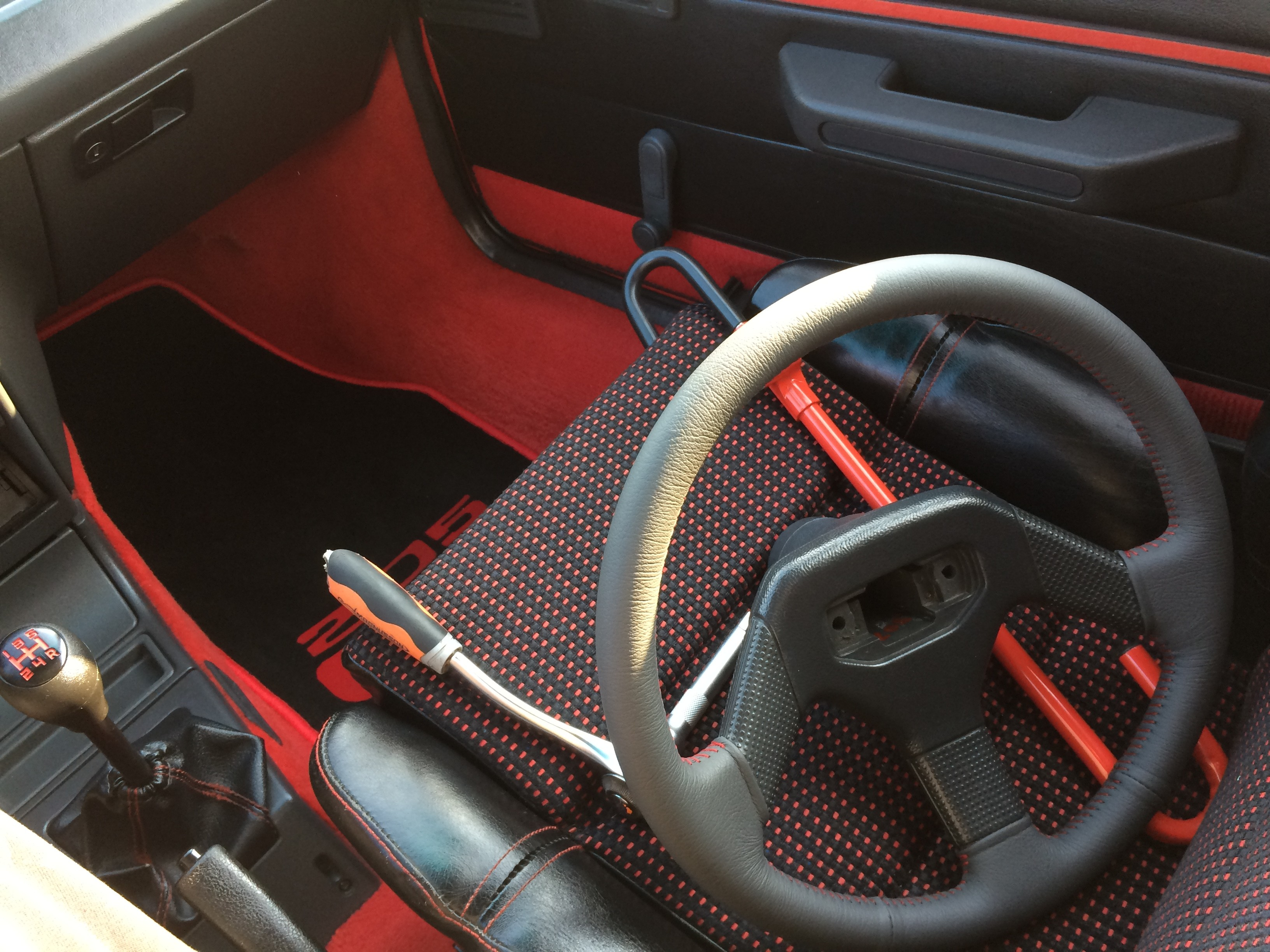 volant 205 gti couture rouge  (1)